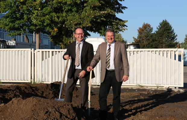 Udo Klaußner (left) and Frank Reschke at the first groundbreaking in early October 2016.