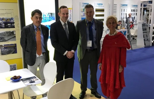 Dr. Volker Wissing visits the Masa booth at the BIG Show in Muskat (from right to left: Shahryer Djaff, Dr. Volker Wissing, Frank Reschke, Olga Vercammen)